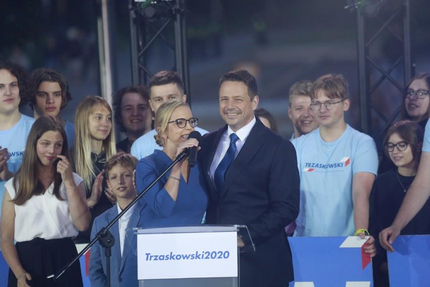 Wieczór wyborczy 2020. Rafał Trzaskowski w chwili ogłoszenia wyników wyborów prezydenckich 2020.
