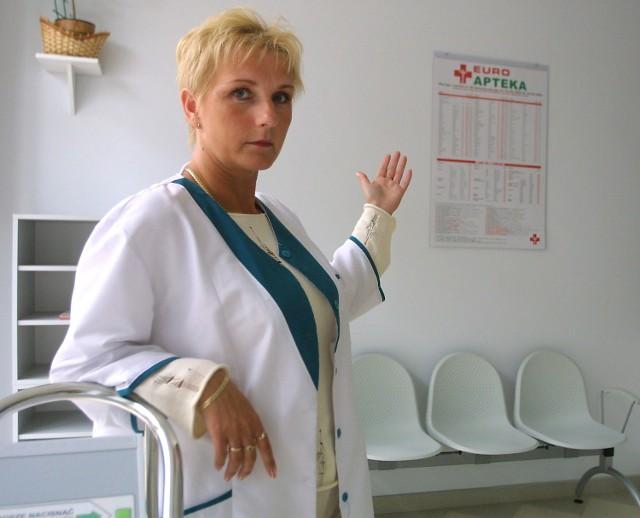 - Władze izby aptekarskiej boją się otwarcia naszej placówki, bo jesteśmy dla nich konkurencją - mówi Bożena Kardanska, zastępca kierownika apteki.