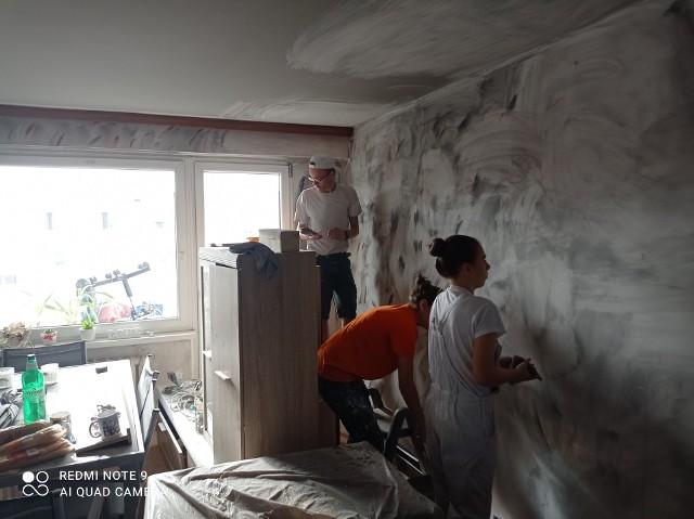 W minioną sobotę wolontariusze Stowarzyszenia Dzięki Wam zakasali rękawy i remontowali lokal. Obecnie prace są już na finiszu.