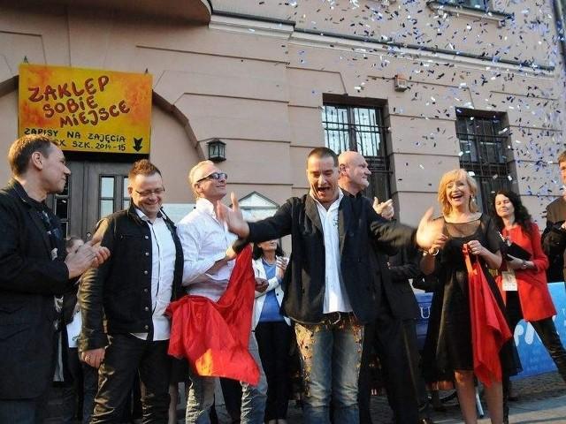 Piernikowa Aleja Gwiazd to pomysł mieszkańców Torunia na uhonorowanie najsłynniejszych torunian i osób związanych z Toruniem, poprzez umieszczenie odlewu podpisu znanego torunianina na trotuarze