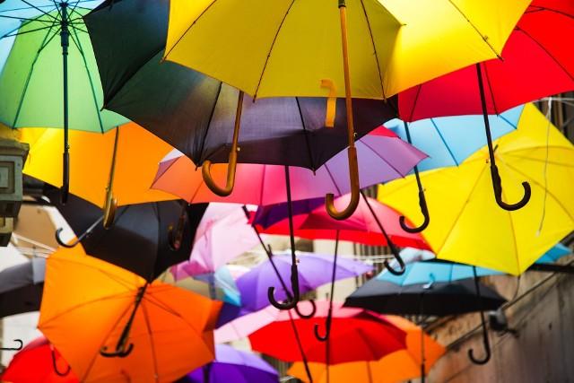 Według prognoz deszcz będzie padał w piątek i w sobotę, a na rozpogodzenie możemy liczyć dopiero w niedzielę