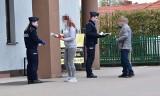 Powiat wielicki. Policjanci rozdają mieszkańcom maseczki [ZDJĘCIA]
