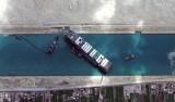 Kanał Sueski: Potężny Ever Given blokujący szlak handlowy ściągnięty z mielizny. Popłynęły kolejne statki