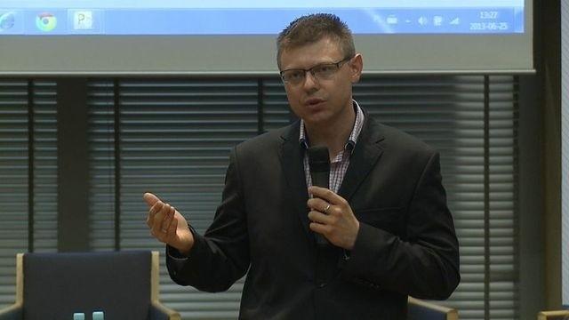 Konrad Ciesiołkiewicz - dyrektor PR i Sponsoringu Orange Polska, certyfikowany coach, były rzecznik prasowy rządu