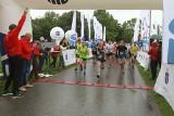 Deszcz, wiatr, chłód, ale dali radę. 13 PKO Półmaraton Rzeszowski rekordowy dla wielu uczestników