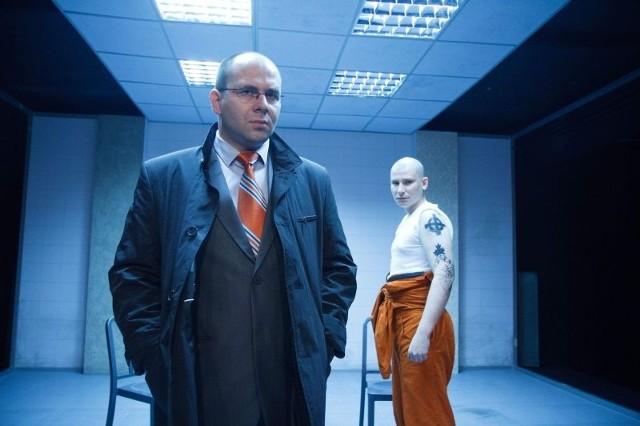 Kameralne przedstawienie wykorzystuje minimum środków, w dużej mierze opiera się na szczerym, rzetelnym aktorstwie Mateusza Witczuka (na zdjęciu z prawej) i Piotra Półtoraka.