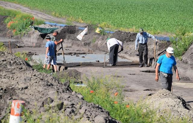 Prace wykopaliskowe w okolicach Ostrowa, gm. Gniewkowo