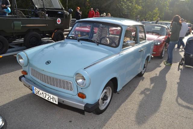 Podczas Classic Manii klasyczne samochody przyjechały m.in. Parku Sieleckiego