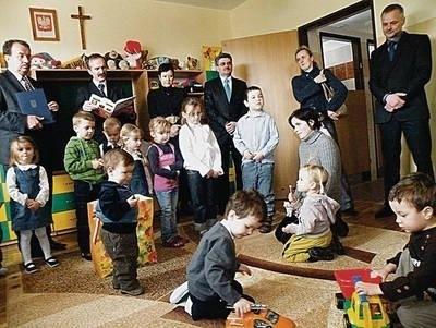 Już wczoraj dzieci chętnie bawiły się podczas uroczystości otwarcia przedszkola Fot. Ewa Tyrpa
