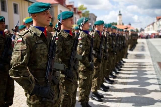 Na Rynku Kościuszki przy pomniku marszałka Józefa Piłsudskiego odbędą się główne uroczystości z udziałem służb mundurowych