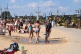 Na plaży tłumy. Upalna niedziela przyciągnęła do Korycina spragnionych relaksu nad wodą