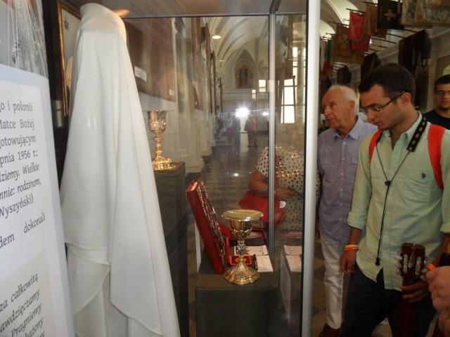 Dary Ojca Świętego Franciszka dla Jasnej Góry do końca sierpnia będą eksponowane w Sali Rycerskiej sanktuarium