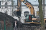Inwestor z Ciechocinka burzy XIX-wieczny schron w centrum Torunia. Wyburzenie budynku przy Szumana w Toruniu [ZDJĘCIA]
