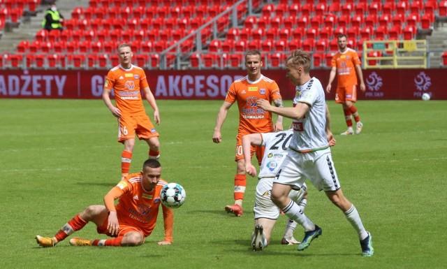 22.05.2021. GKS Tychy przegrał u siebie z Bruk-Bet Termaliką 0:2, ale w ostatniej kolejce może minąć w tabeli drużynę z Niecieczy.