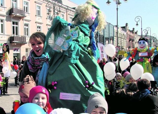 Przedszkolaki Wyganiały Zimę Na Deptaku W Kielcach Echo