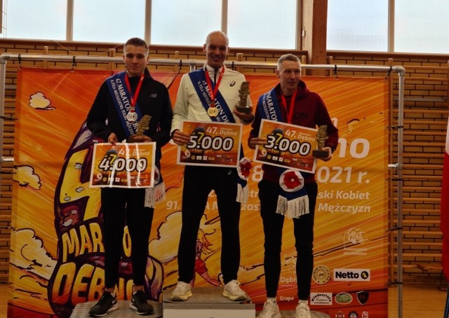 Medaliści MP w maratonie w Dębnie