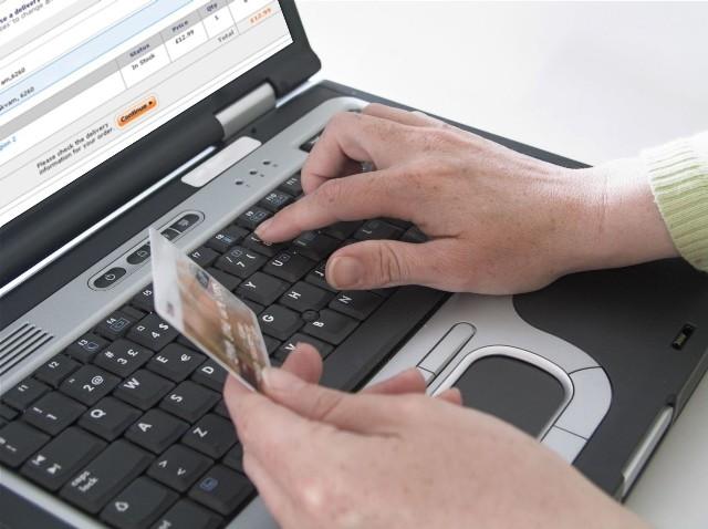 """Santander to nie jedyny bank, który w ostatnim czasie ostrzegł swoich klientów przed podobnym atakiem oszustów. Również ING przestrzega osoby sprzedające rzeczy na aukcjach internetowych. """"W trakcie sprzedaży mogą zostać poproszone o przejście do serwisu internetowego banku poprzez fałszywą stronę płatności takiej firmy jak PayU czy Dotpay – pisze cashless.pl."""