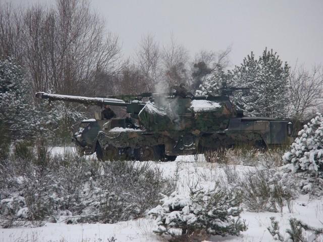Artylerzyści strzelali z armatohaubic dana o potężnym kalibrze 152 mm.