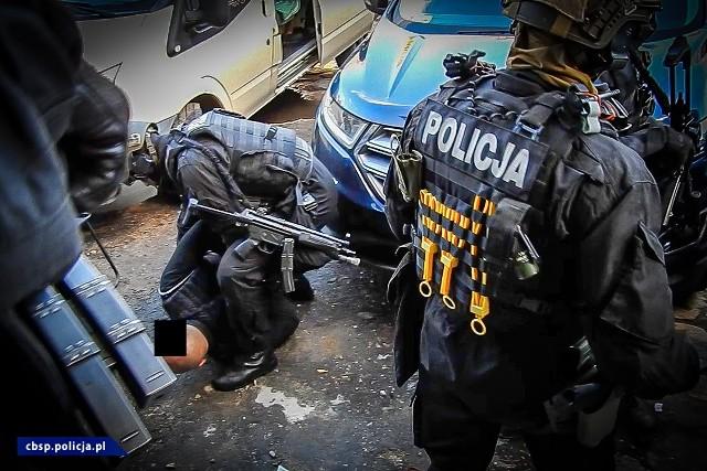 Policjanci zlikwidowali dwa laboratoria amfetaminy. Sześć osób tymczasowo aresztowanych