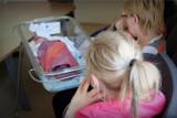 Dzieci rodzą dzieci. 3 tysiące nastolatek rocznie zostaje matkami!