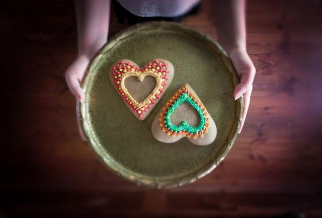 Słynne toruńskie pierniki to nie tylko aromatyczny korzenny smakołyk. To jeden z symboli dawnego hanzeatyckiego miasta i ważny element jego historii. Przekonasz się o tym odwiedzając Żywe Muzeum Piernika, które jest laureatem Złotego Certyfikatu POT