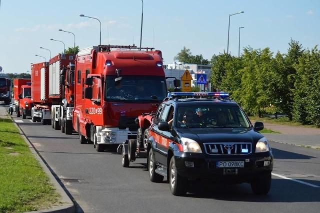 Wyjazd konwoju strażackiego do Świnoujścia, skąd dalej popłynął on do Szwecji