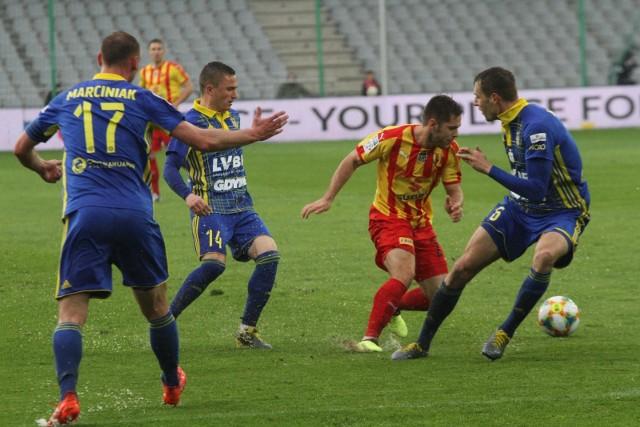 Na zdjęciu: piłkarze Arki Gdynia i Korony Kielce