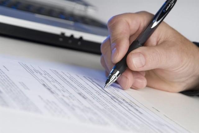 Zdarza się, że akwizytor innej firmy podaje się za pracownika Energi i nakłania do podpisania umowy, która nie ma z naszą firmą nic wspólnego