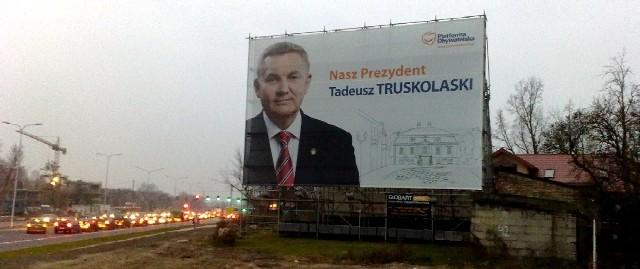 Rafał K. został zatrzymany w nocy przed plakatem wyborczym, który znajduje się na skrzyżowaniu nowej ulicy Mazowieckiej i Bema