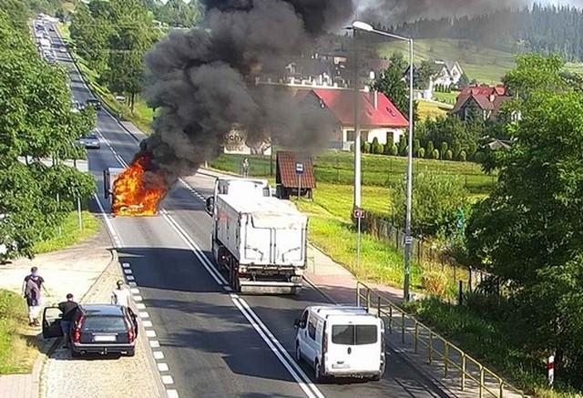 Pożar samochodu na zakopiance spowodował ogromny korek