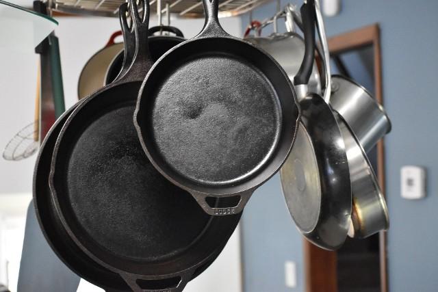 Żeliwne patelniePatelnie żeliwne doskonale nadają się na każdy typ kuchenek: gazowe, ceramiczne, indukcyjne.