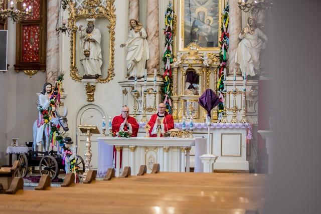 Tak wyglądała eucharystia w Niedzielę Palmową w Tokarni.