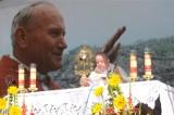"""Dekanonizacja św. Jana Pawła II? Ksiądz Isakowicz-Zaleski: """"Trzeba odróżnić propagandę od faktów"""""""