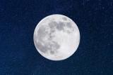 Pełnia Różowego Księżyca - 7.04.2020. W nocy z wtorku na środę czeka nas najbardziej niezwykła pełnia Księżyca w 2020 roku. Kiedy oglądać?