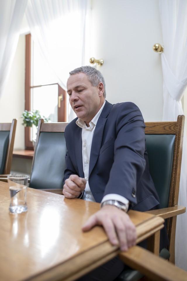 Rafał Bruski chce jasnych wytycznych - organizujemy wybory czy je przekładamy.