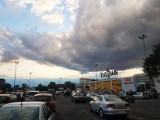 Pogoda w Łodzi. Nadciągnęły ciemne chmury - na Widzewie leje [zdjęcia]