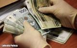 Policjanci przestrzegają przed oszustami. Mają nowe metody, mogą Ci zabrać pieniądze przez internet, wyłudzając kody BLIK