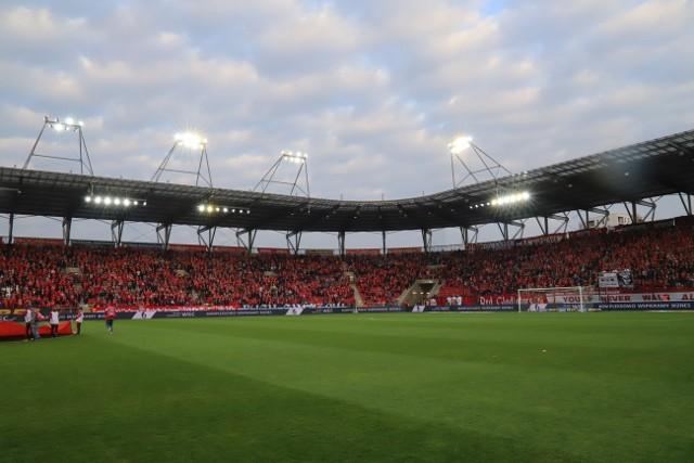 W piątek o 17.40 piłkarze Widzewa mieli rozegrać mecz pierwszej ligi z GKS Bełchatów. Wiele wskazuje jednak na to, że to spotkanie się nie odbędzie.CZYTAJ DALEJ NA NASTĘPNYM SLAJDZIE