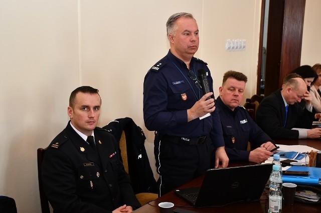Komendant Andrzej Kot odpowiada na pytania radnych