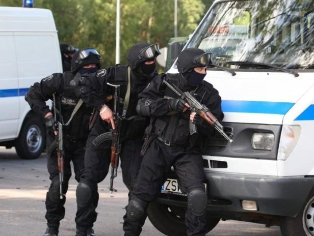 Terroryści w ŚwinoujściuKilkudziesieciu funkcjonariuszy róznych sluzb bralo udzial we wspólnych cwiczeniach antyterrorystycznych.