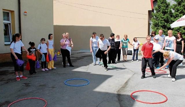 W stowarzyszeniu dbają zarówno o edukację jak i o kondycję fizyczną swoich wychowanków. Organizują m.in. dzień sportu
