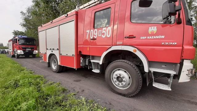 Na miejscu wypadku w Kroczowie Mniejszym zjawili się strażacy z OSP Kazanów, którzy pomagali usunąć skutki kolizji.