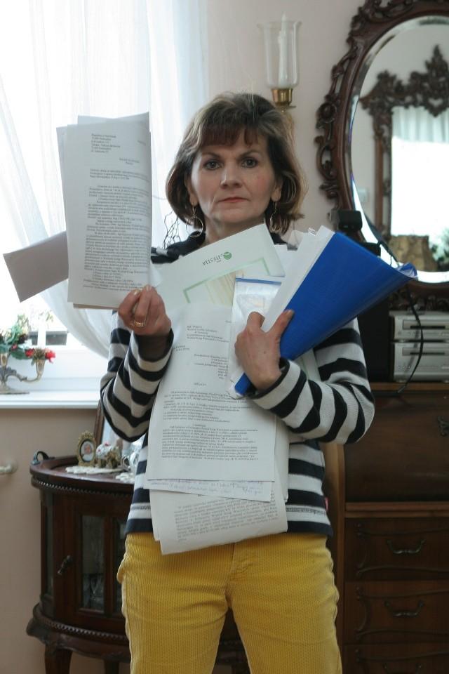 Jedną z oszukanych przez urząd jest Bogusława Pussak. - Tyle dokumentów uzbierało się przez te wszystkie lata - mówi. - A przecież wystarczyło przyznać się do błędu i zmienić jeden - akt notarialny.