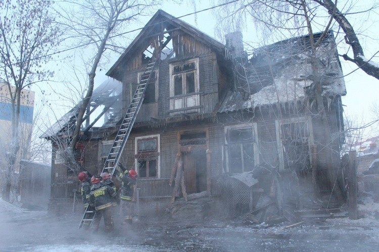 pożar wybuchł w niezamieszkałym domu. To był klasyczny...