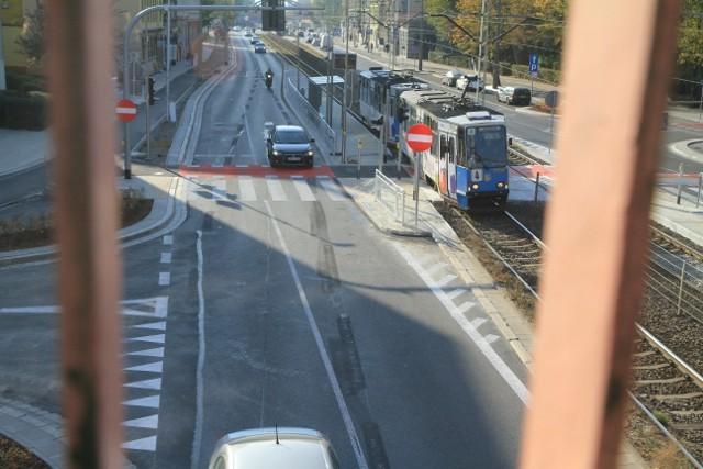 """Nowe przejście i przystanek tramwajowy - stan na piątek 12 października, tuż przed uruchomieniem przystanku """"Kolejowa"""", już z działającym przejściem przez jezdnię"""