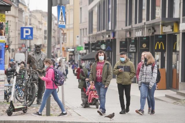 Jakość powietrza w Poznaniu 11 marca: Od rana normy zanieczyszczenia są delikatnie przekroczone, ale powietrze jest nadal dobre. Zanieczyszczenie maleje.