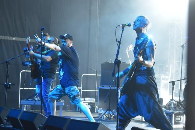 Koncert zespołu Strachy na Lachy w Dąbiu.
