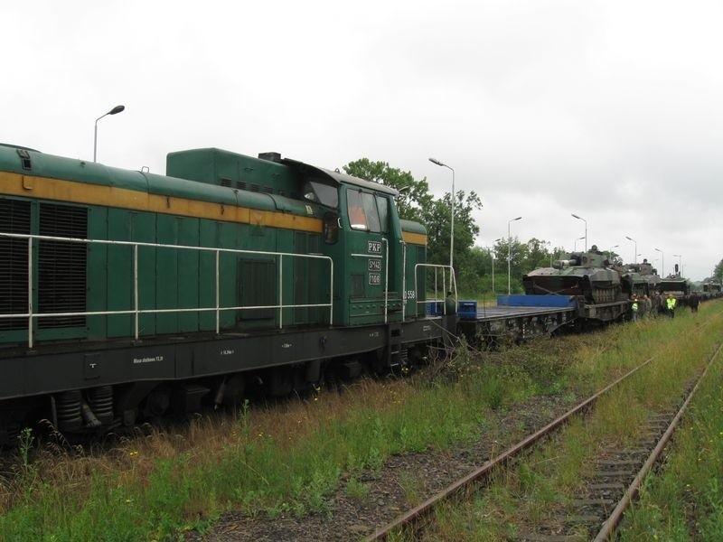 W transporcie pojechały m.in. haubice Goździk i Bojowe Wozy Piechoty.