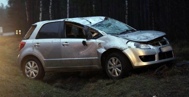 Suzuki wypadło z drogi koło Nowogrodu Bobrzańskiego.