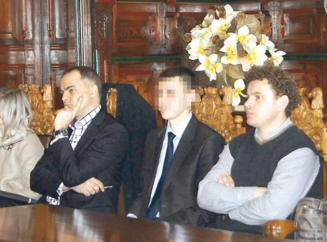 Adrian K. podczas posiedzenia komisji konkursowej w ratuszu (drugi z prawej). Obok pozostali oferenci.